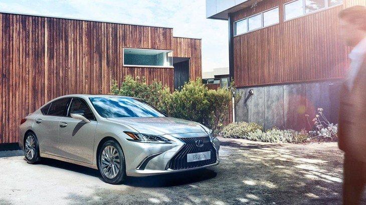 đầu xe Lexus ES 2021.