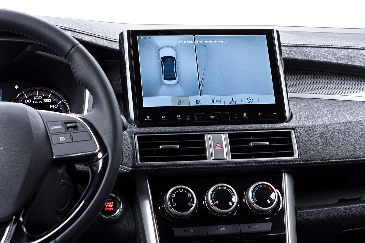 Màn hình hiển thị camera 360 trên Mitsubishi Xpander phiên bản đặc biệt.