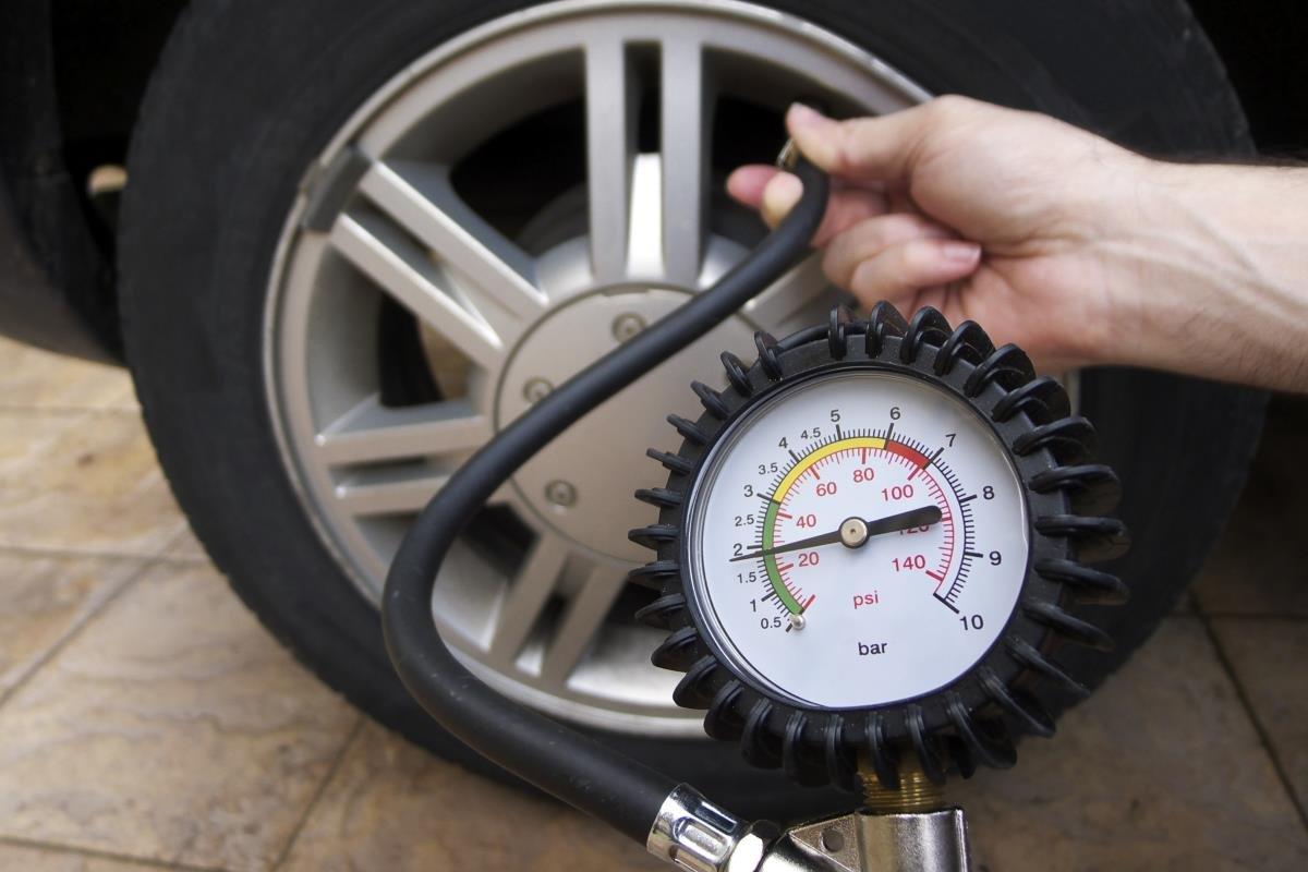 kiểm tra áp suất lốp