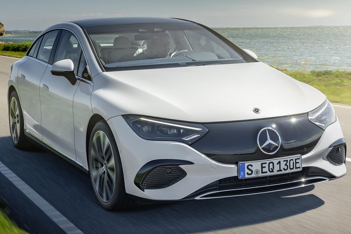 Mercedes-Benz EQE trắng mặt trước 1