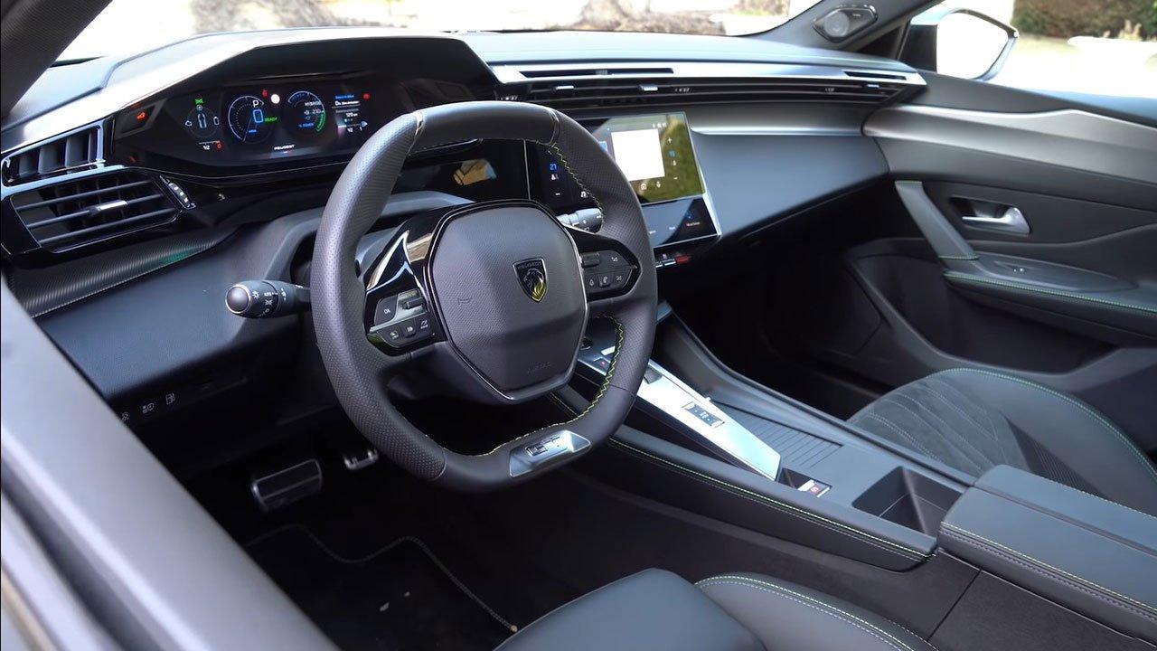 Bóc tách thực tế Peugeot 308 2022 Trong sang, ngoài xịn khiến Mazda 3 phải lo lắng a13