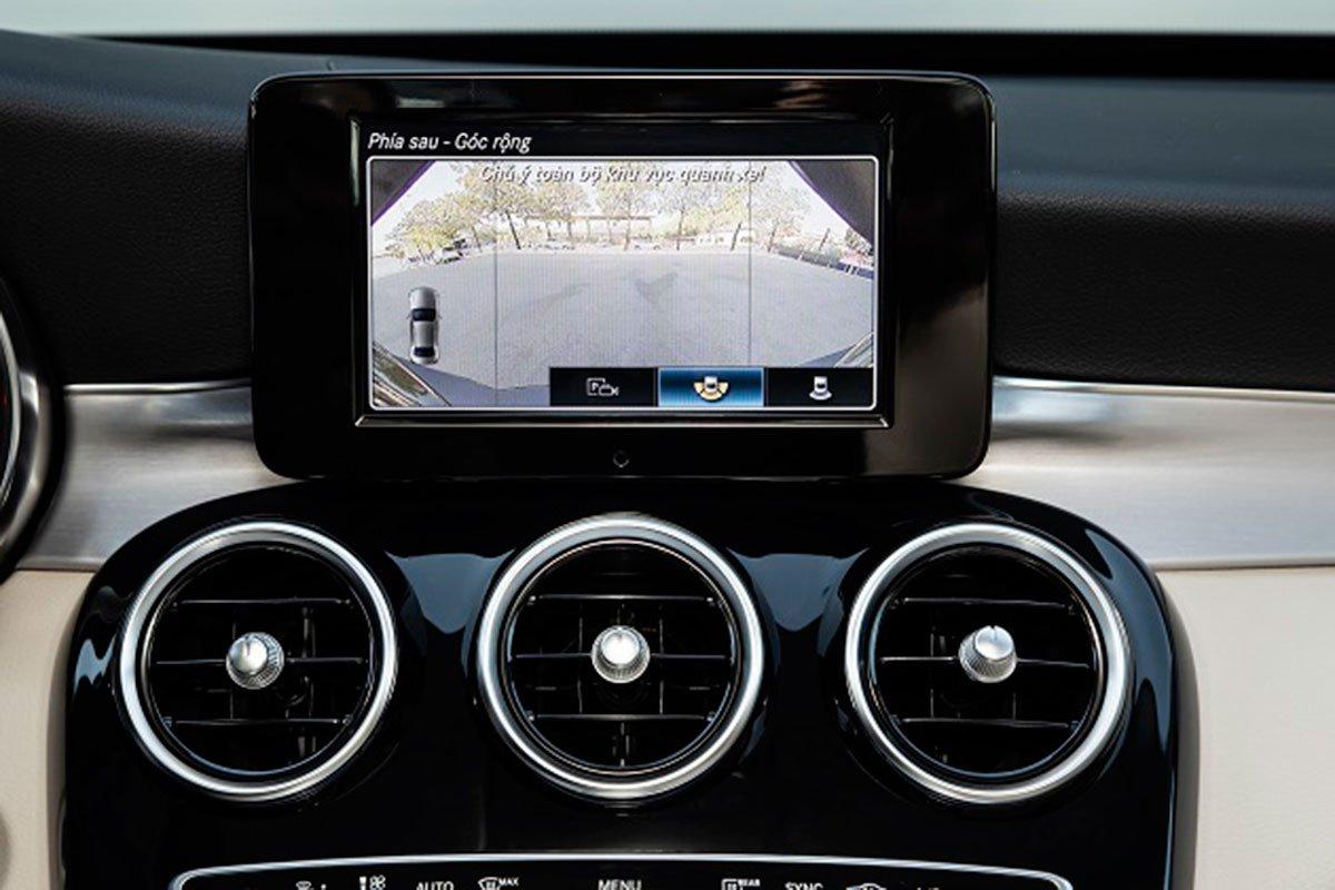 tiện ích trên xe Mercedes-Benz C 180 AMG 2021.