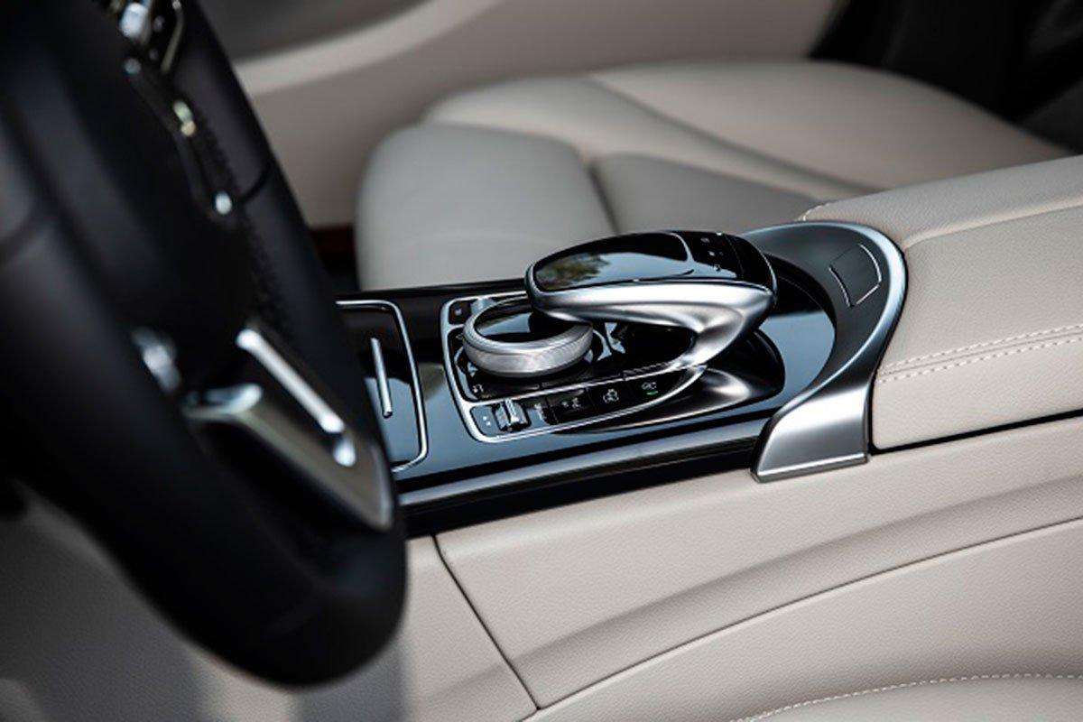 tiện ích trên xe Mercedes-Benz C 180 AMG.