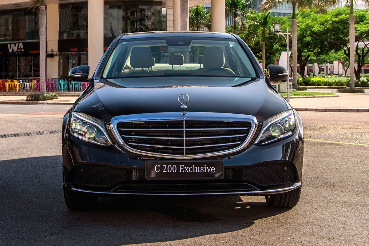 Đầu xe Mercedes-Benz C 200 Exclusive .