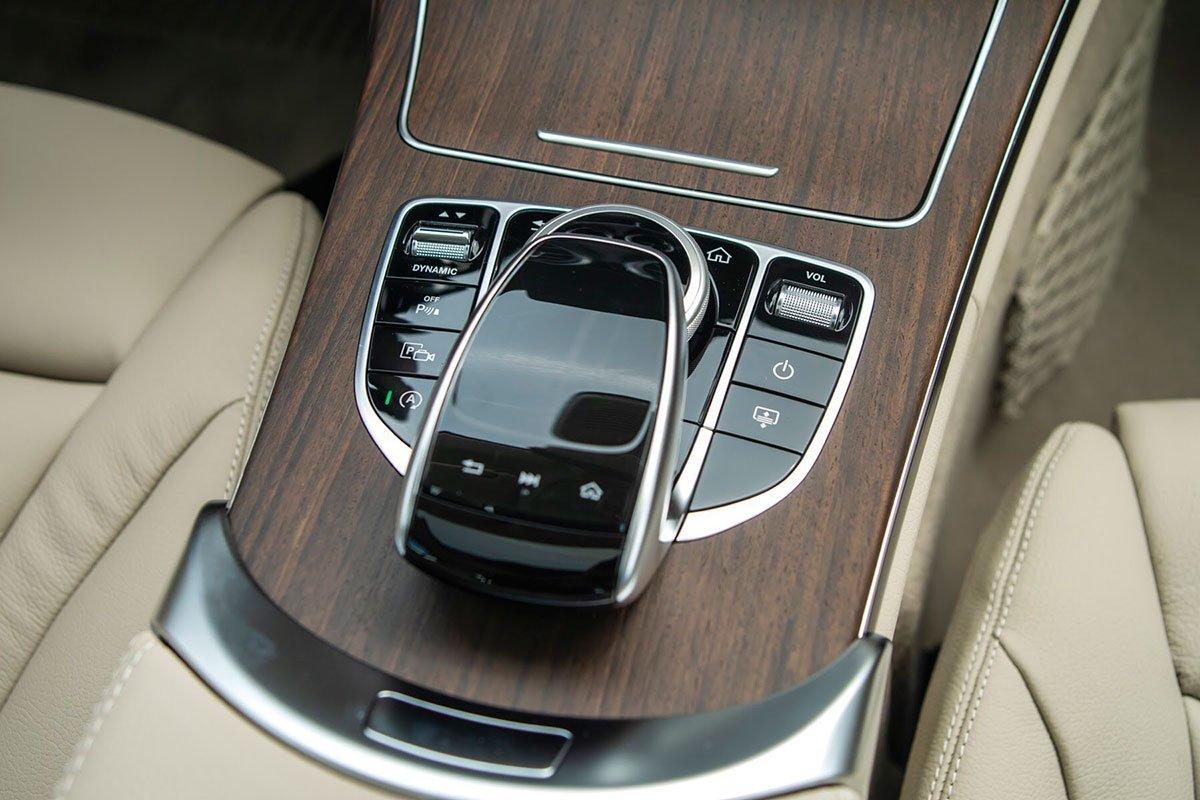 trang bị trên Mercedes-Benz C200 Exclusive 2021.