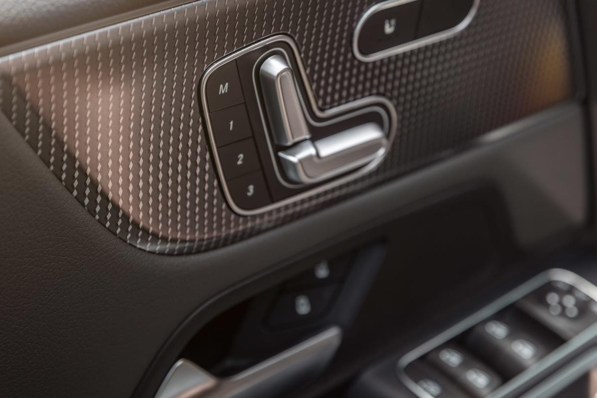 Mercedes EQB 2021 cửa 1