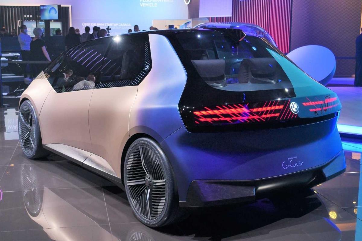BMW i Vision Circular 2021 mặt sau 1