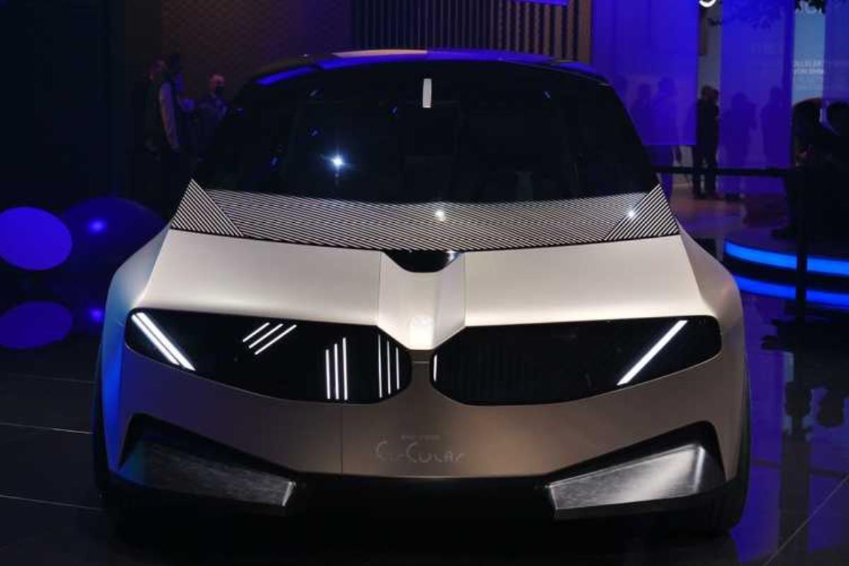 BMW i Vision Circular Concept mặt trước