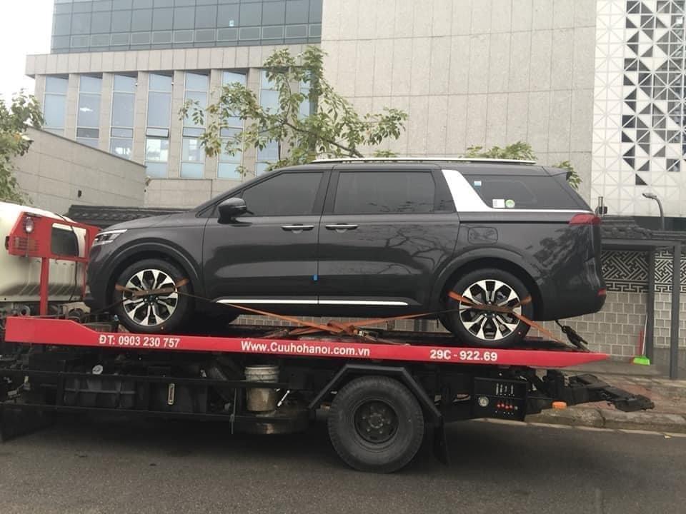 Kia Sedona thế hệ mới bắt gặp đang trên đường vận chuyển tại Việt Nam.