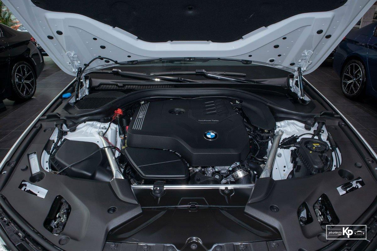Động cơxe BMW 520i.