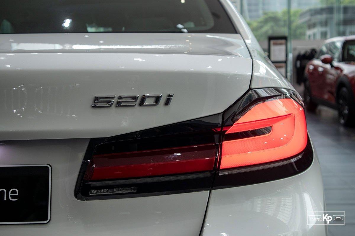 đèn hậu BMW 520i.
