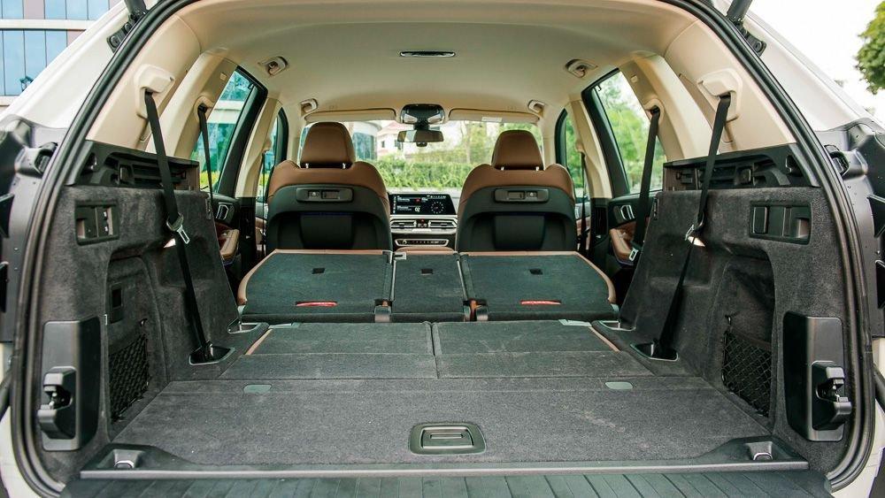 khoang hành lý BMW X5.