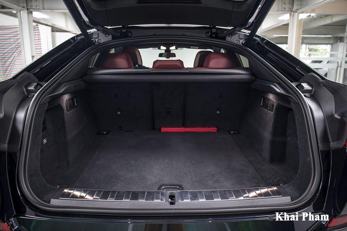 khoang hành lý xe BMW X6.