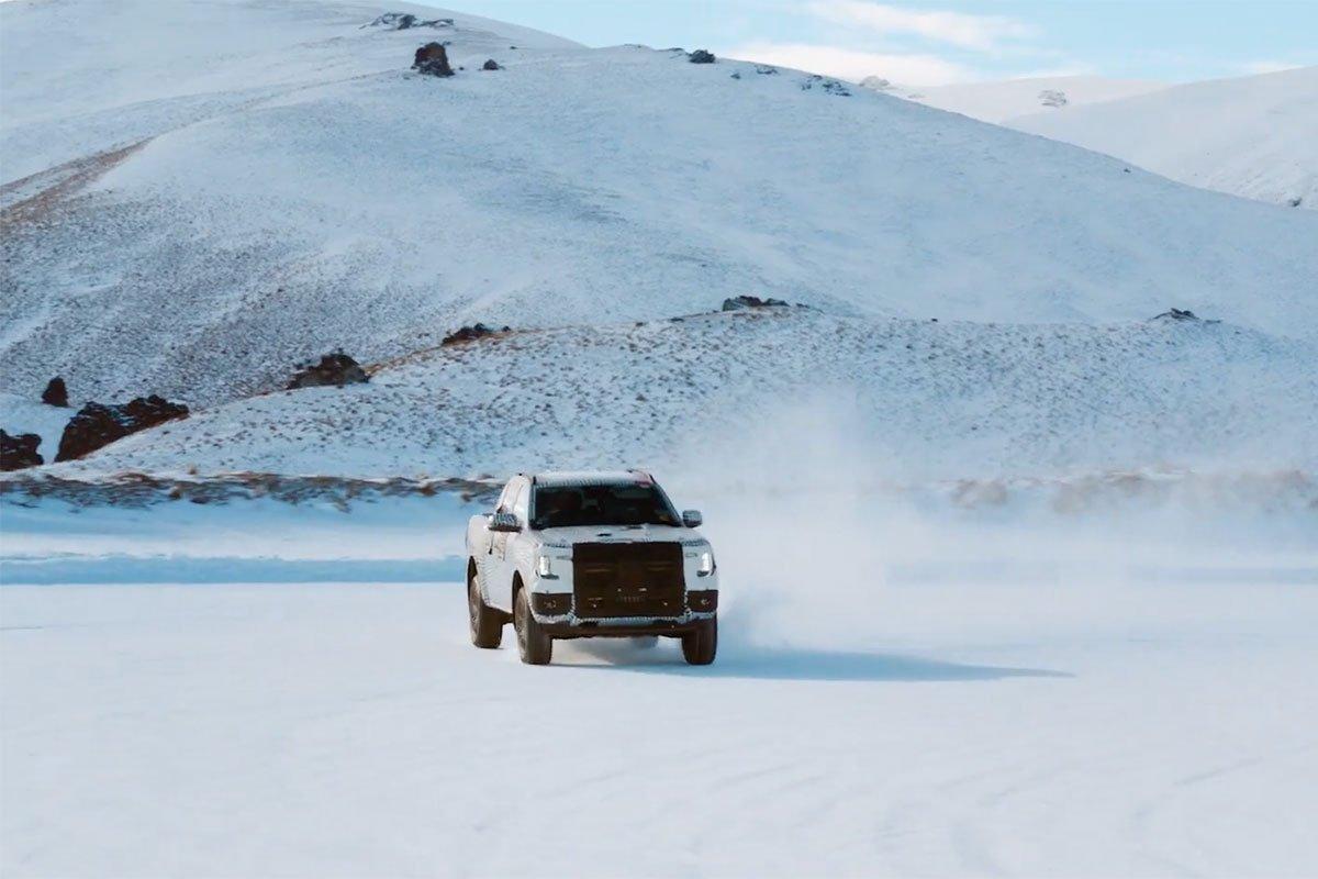 Ford Ranger với địa hình băng tuyết.