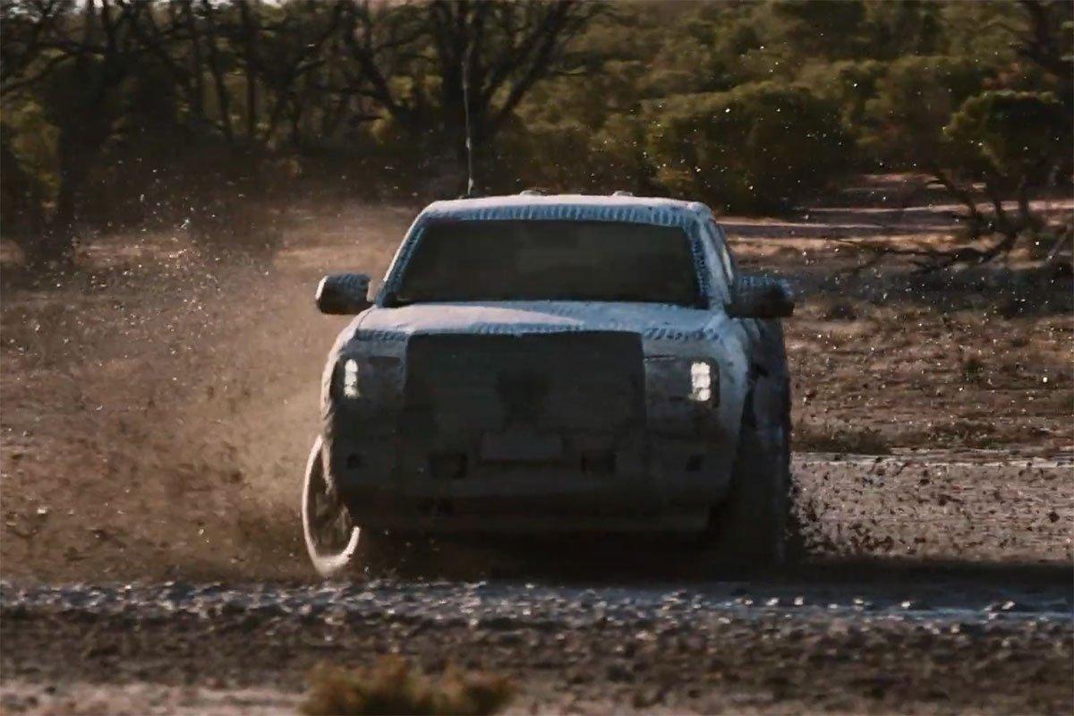 Ford Ranger với địa hình bùn lầy.