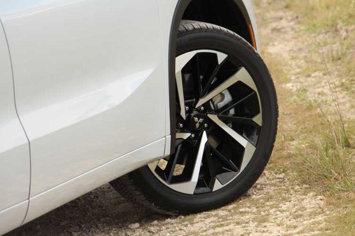 Mitsubishi Outlander 2022 bánh xe 1
