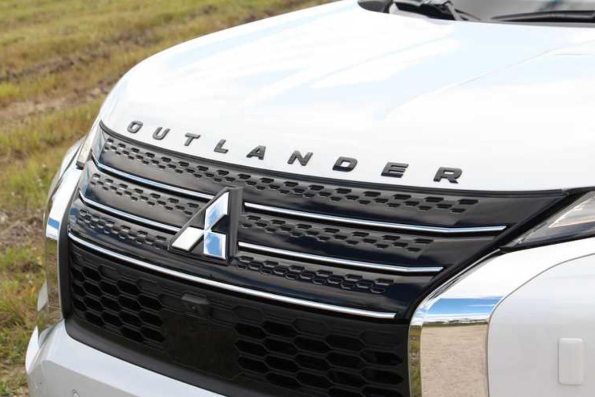 Mitsubishi Outlander 2022 lưới tản nhiệt 1