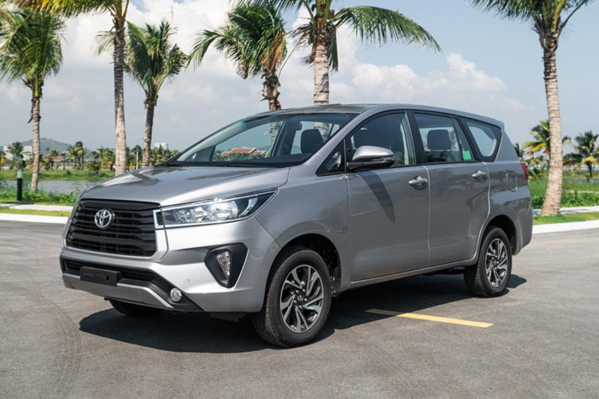 Toyota Innova 1