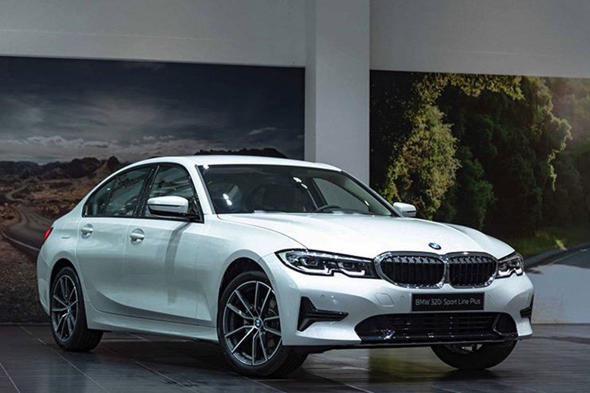đầu xe BMW 320i.