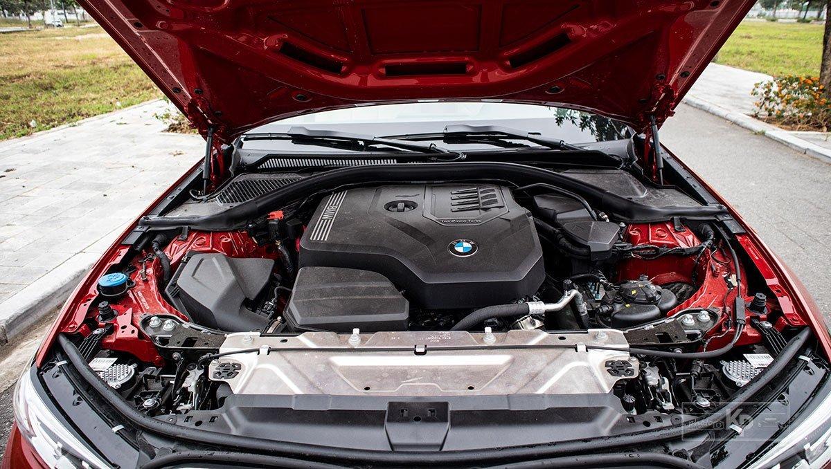 Động cơ BMW 320i 2021.