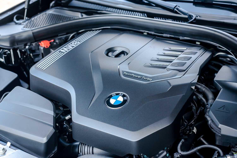 Động cơxe BMW 330i 2021.