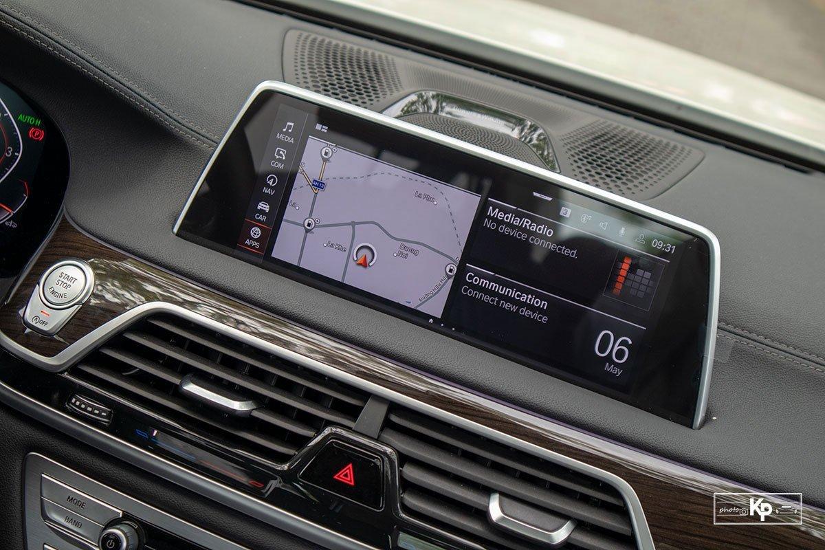 màn hình cảm ứng xeBMW 730Li 2021.