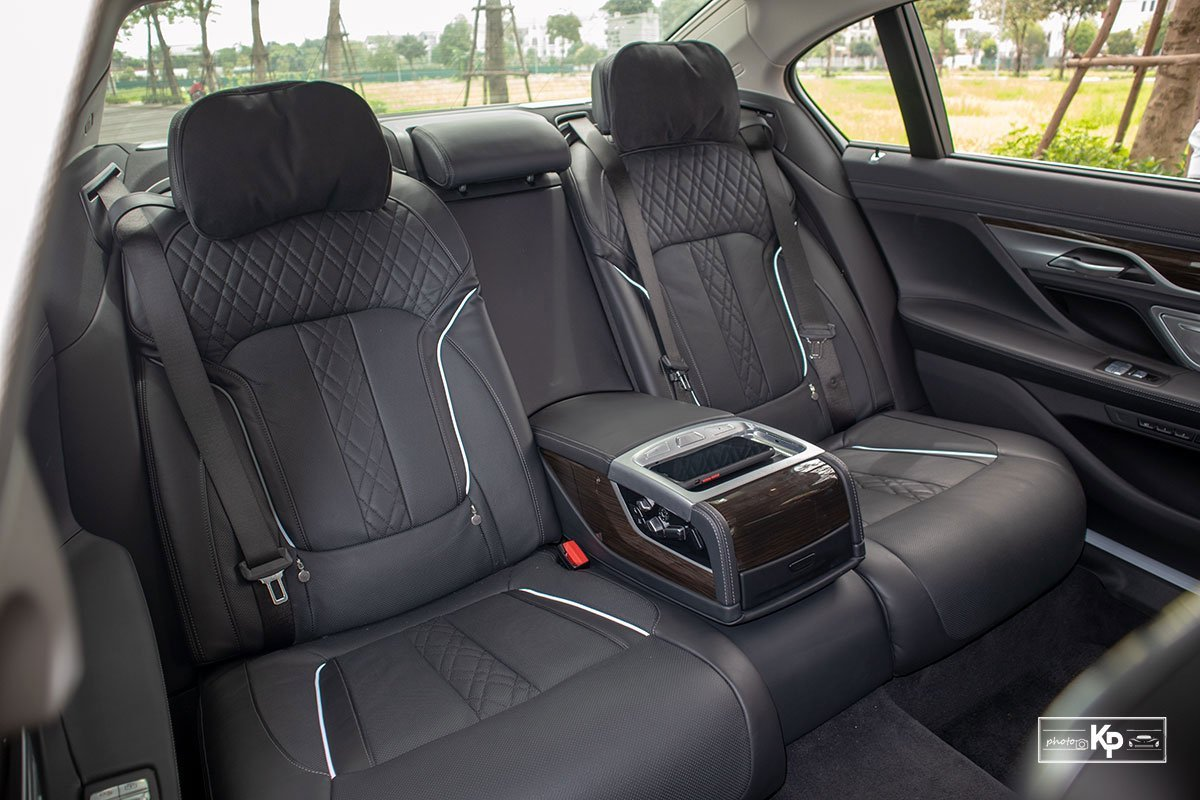 hàng ghế sau xeBMW 730Li 2021