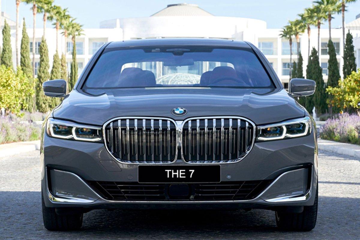 đầu xe BMW 740Li 2021.