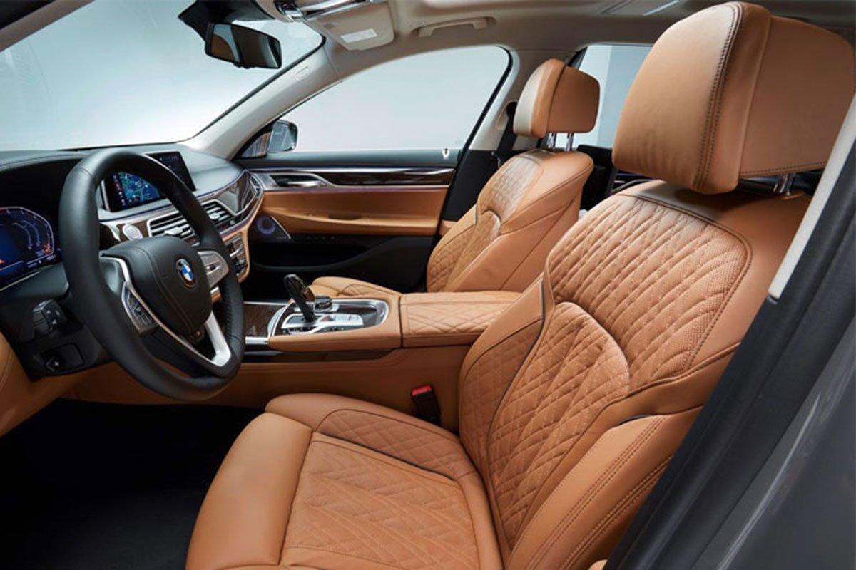 hàng ghế trước xe BMW 740Li.