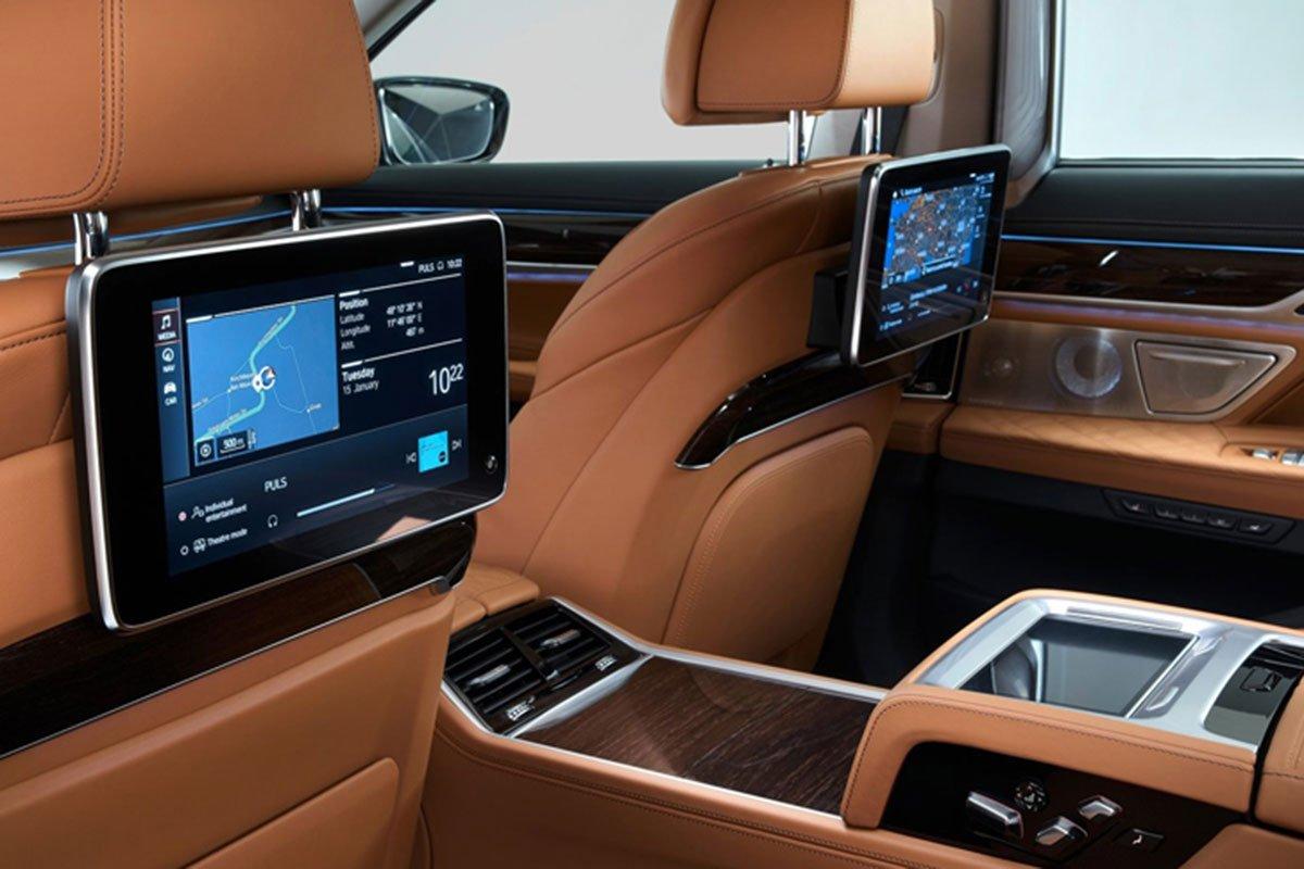 màn hình ghế sau xe BMW 740Li.