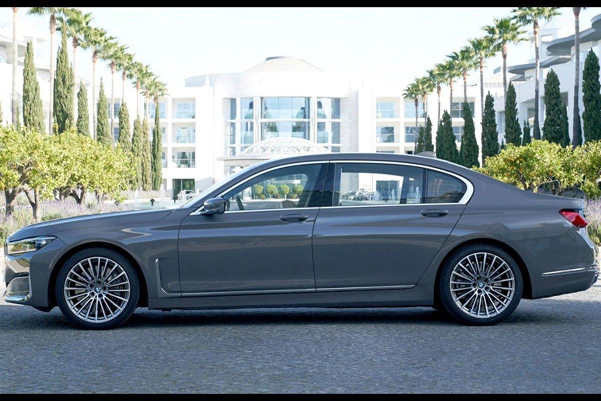 thân xe BMW 740Li 2021.