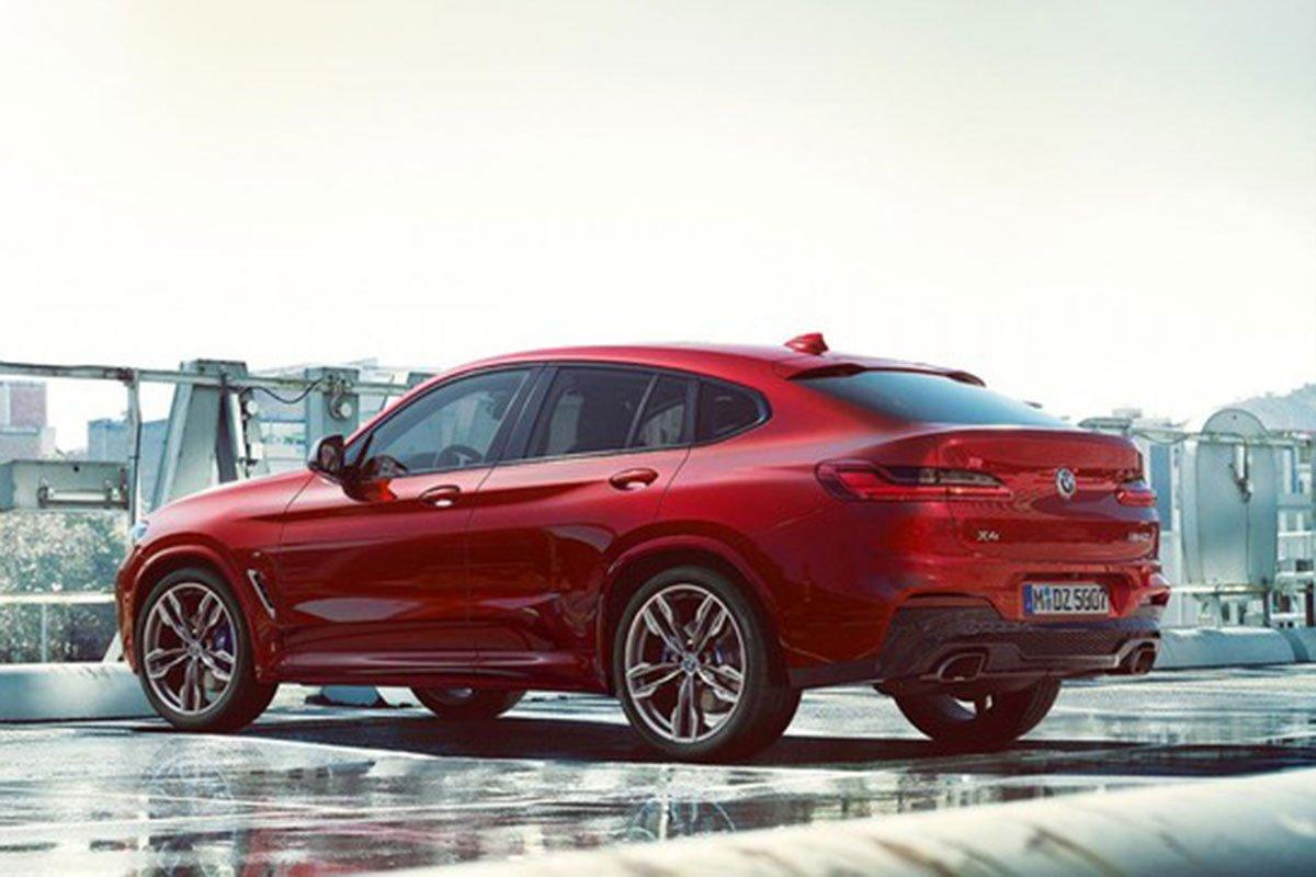 phía sau BMW X4 2021.