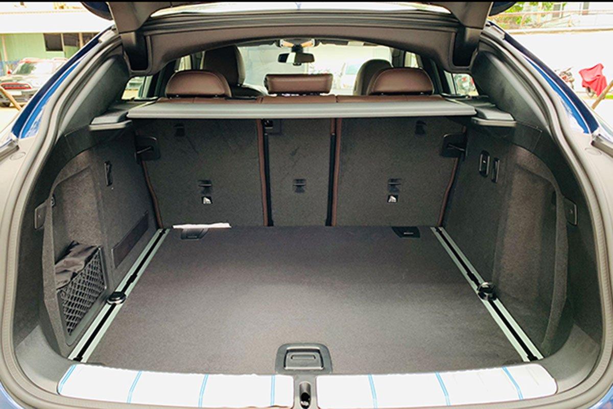 khoang hành lý xe BMW X4 2021.