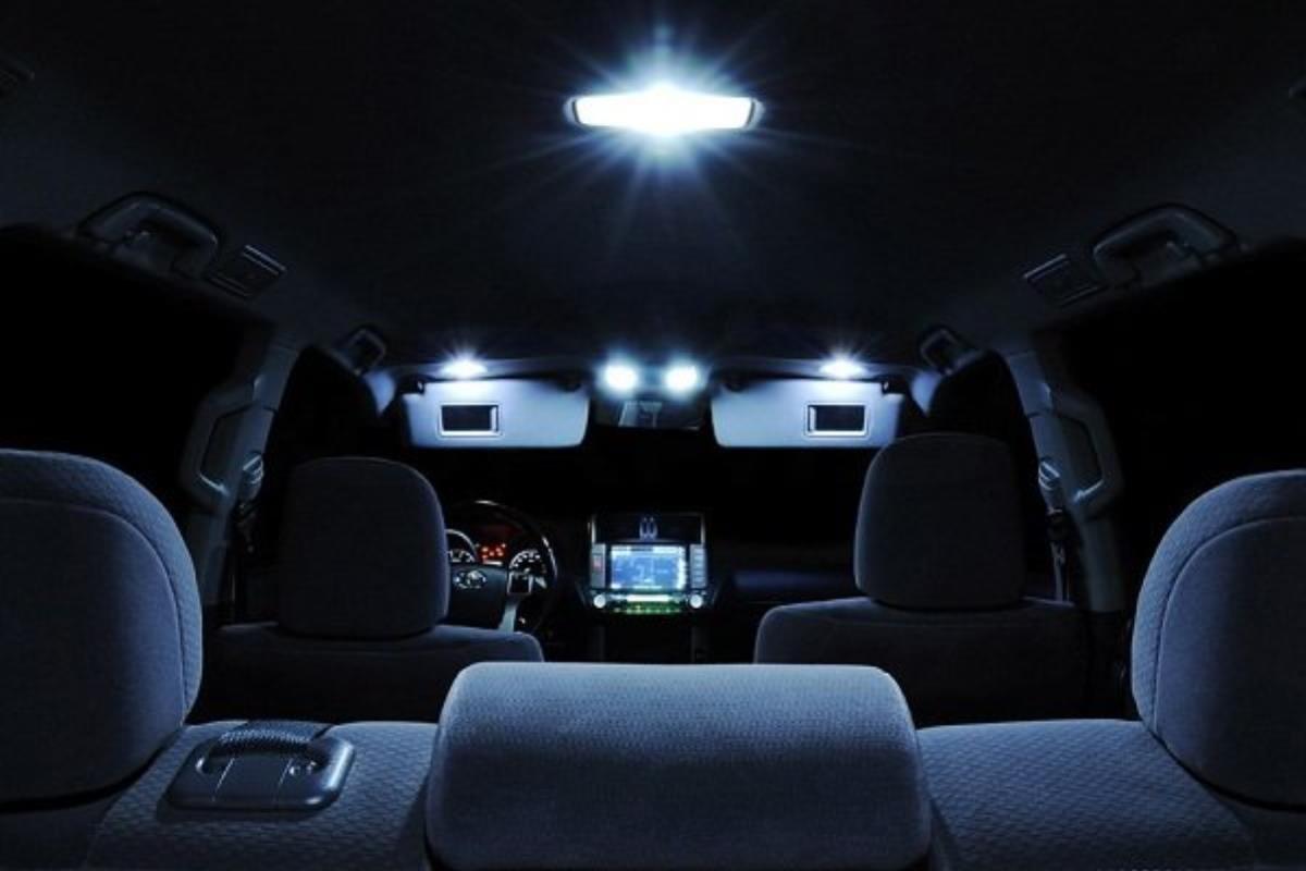 Hệ thống đèn trong cabin 1