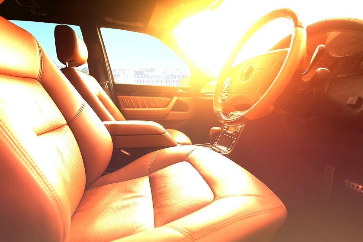 nội thất ô tô phơi nắng