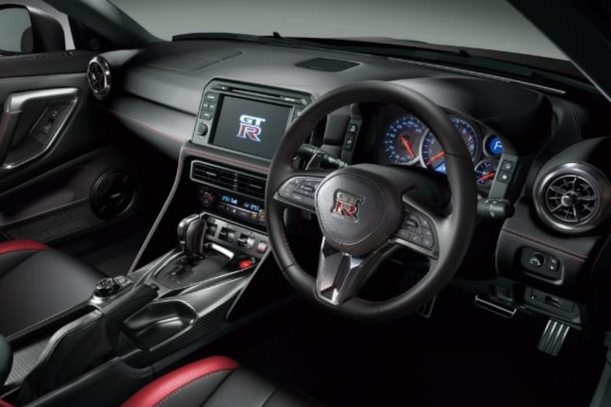 Nissan GT-R 2022 nội thất 3 1