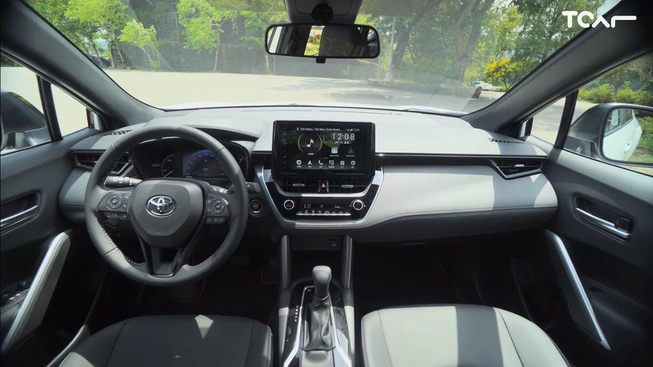 Bóc tem Toyota Corolla Cross GR Sport 2022 ngoài đời thực, người Việt ngóng chờ a6