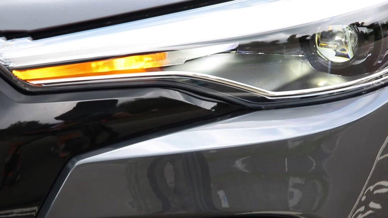 Bóc tem Toyota Corolla Cross GR Sport 2022 ngoài đời thực, người Việt ngóng chờ a3