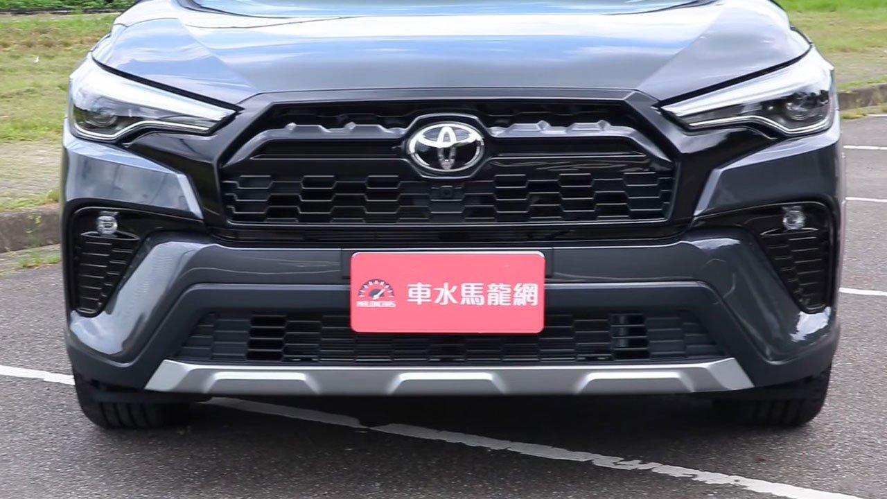 Bóc tem Toyota Corolla Cross GR Sport 2022 ngoài đời thực, người Việt ngóng chờ a2
