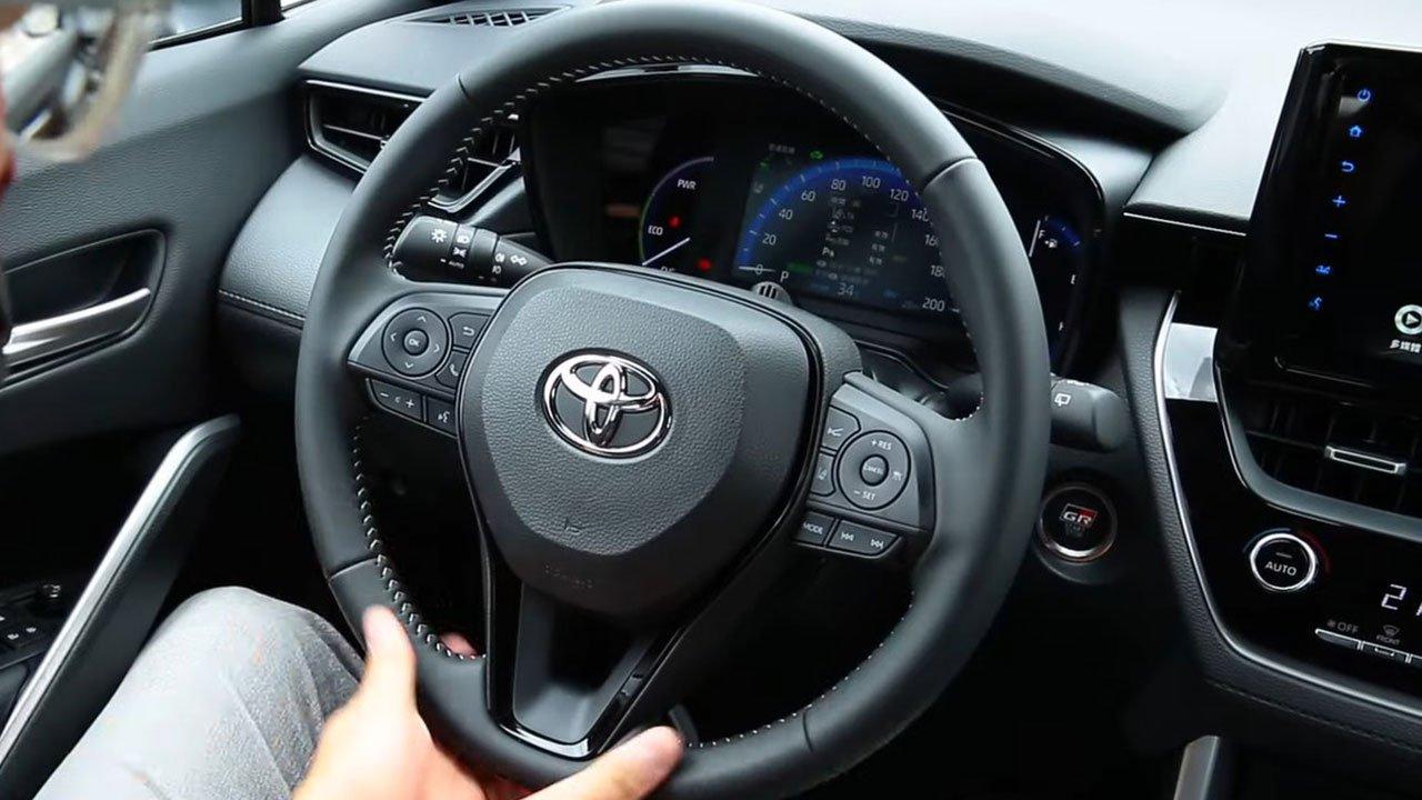 Bóc tem Toyota Corolla Cross GR Sport 2022 ngoài đời thực, người Việt ngóng chờ a10