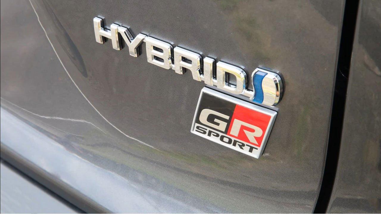 Bóc tem Toyota Corolla Cross GR Sport 2022 ngoài đời thực, người Việt ngóng chờ a5