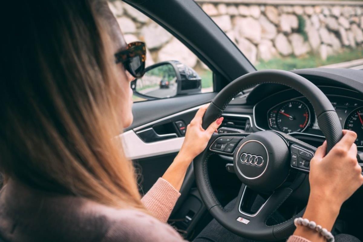 tập trung lái xe