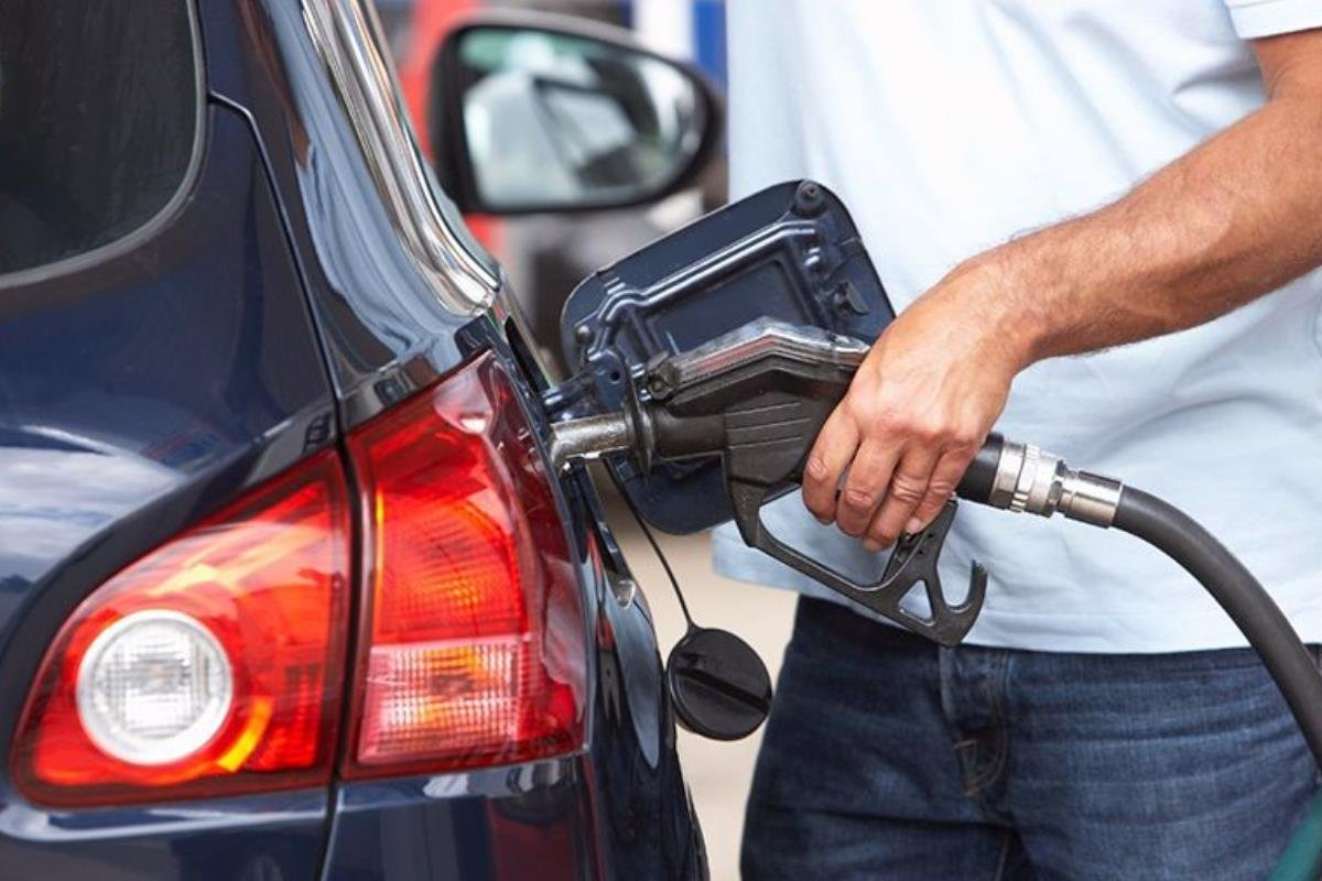 tiếp nhiên liệu cho xe
