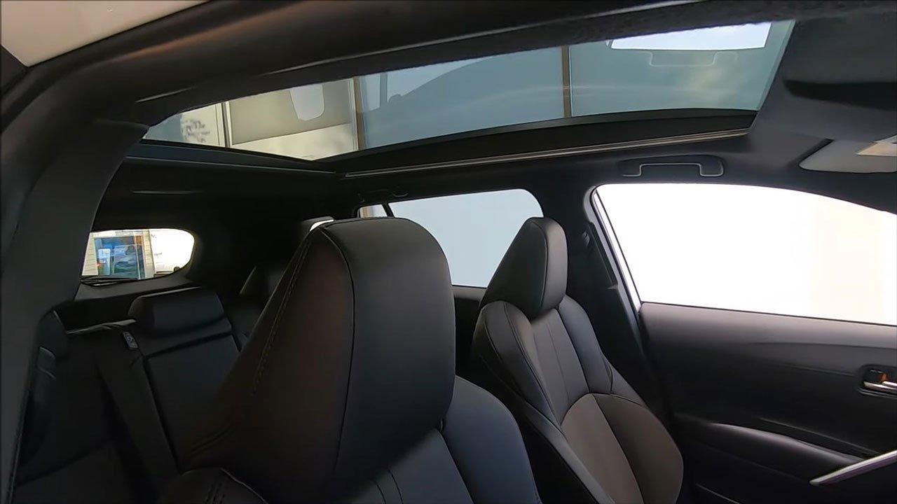 Ảnh thực tế Toyota Corolla Cross 2022 tại đại lý, khác gì so với bản hiện tại a21