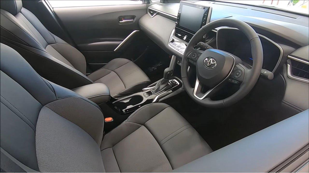 Ảnh thực tế Toyota Corolla Cross 2022 tại đại lý, khác gì so với bản hiện tại a6