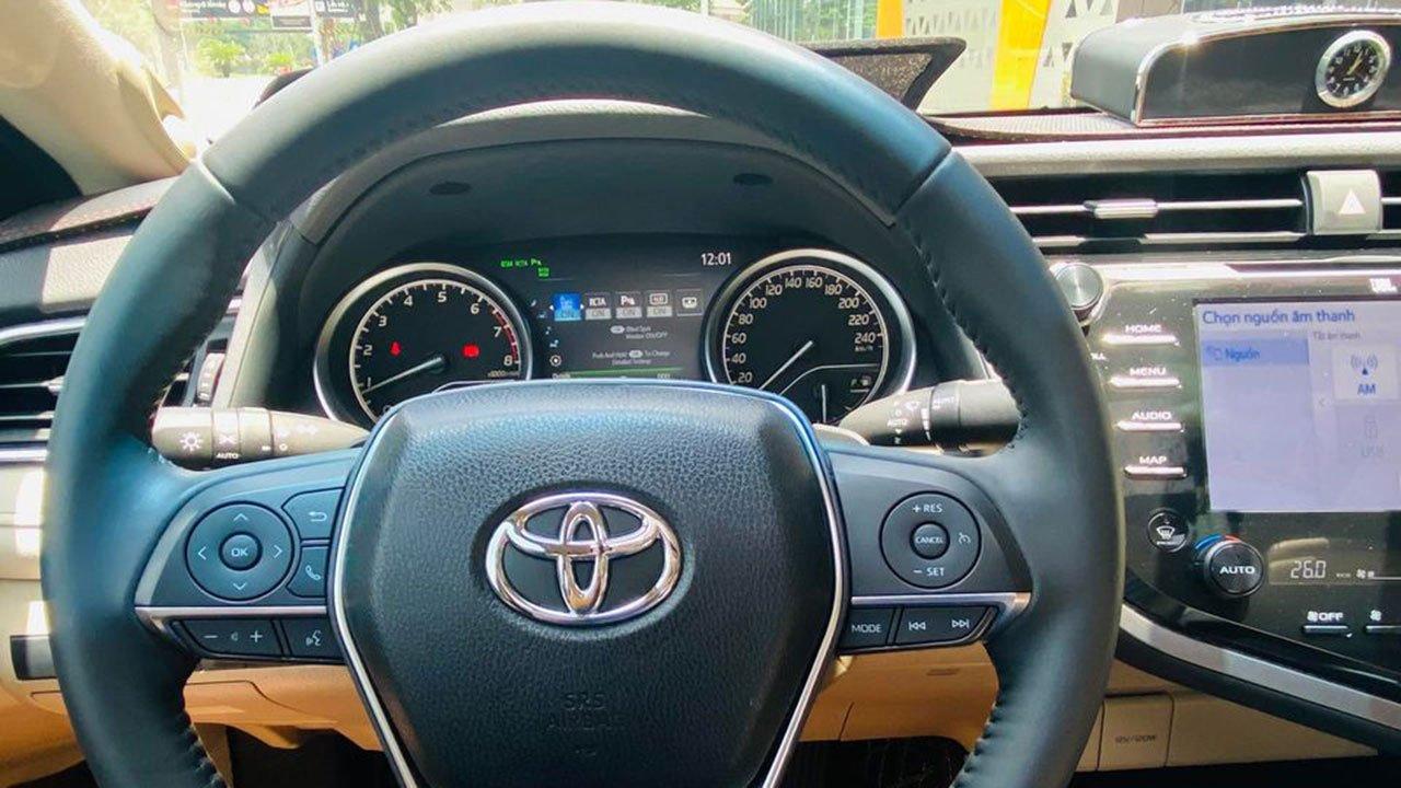 Toyota Camry 2.5Q 2021 siêu lướt bán lỗ hàng trăm triệu đồng a112