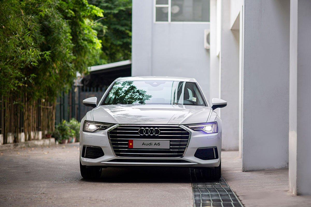 Audi A6 - mẫu sedan hạng sang cỡ trung lần đầu lộ diện công khai vào năm 1994. a2