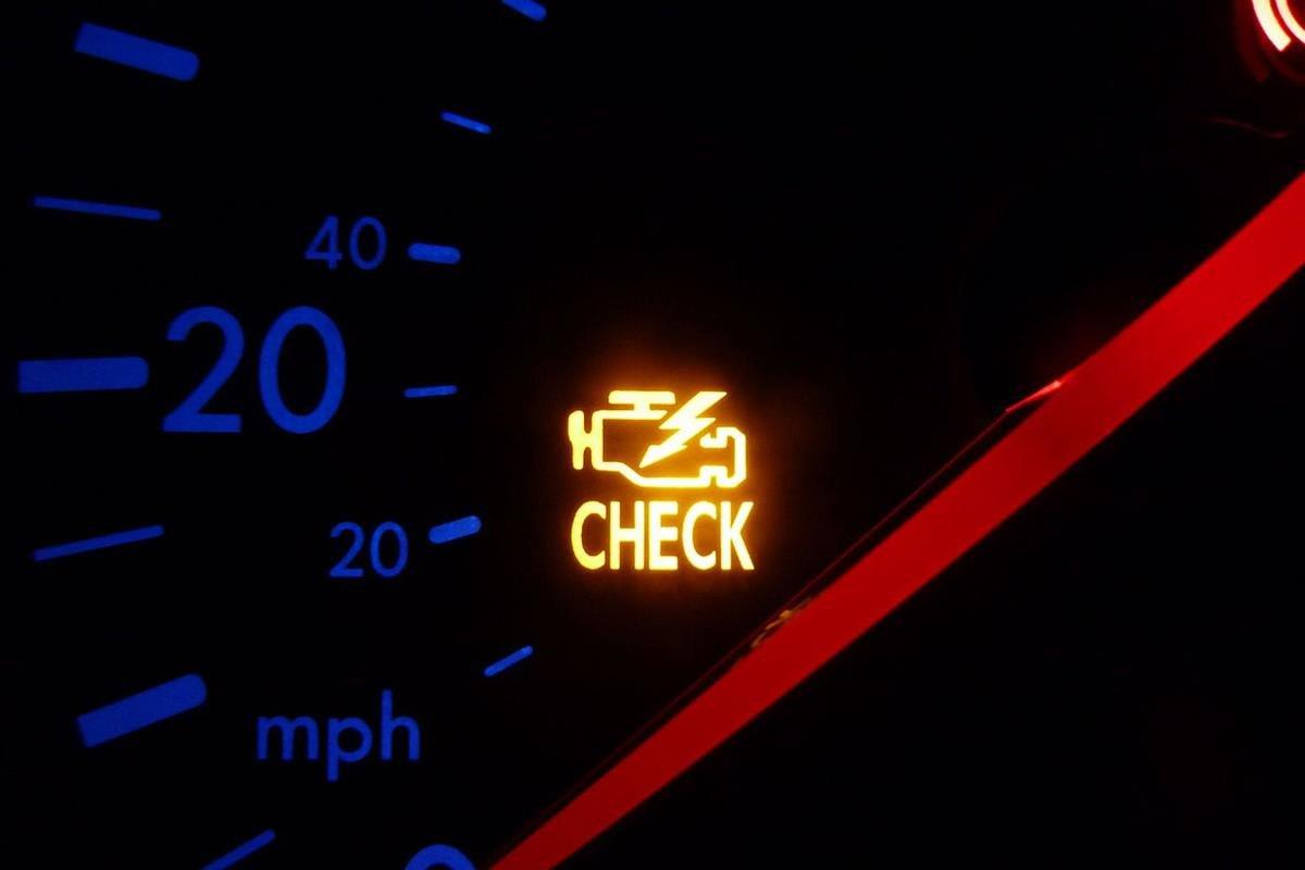 đèn check engine sáng