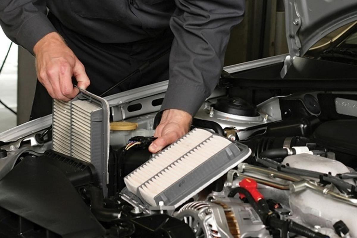 thay lọc gió động cơ ô tô