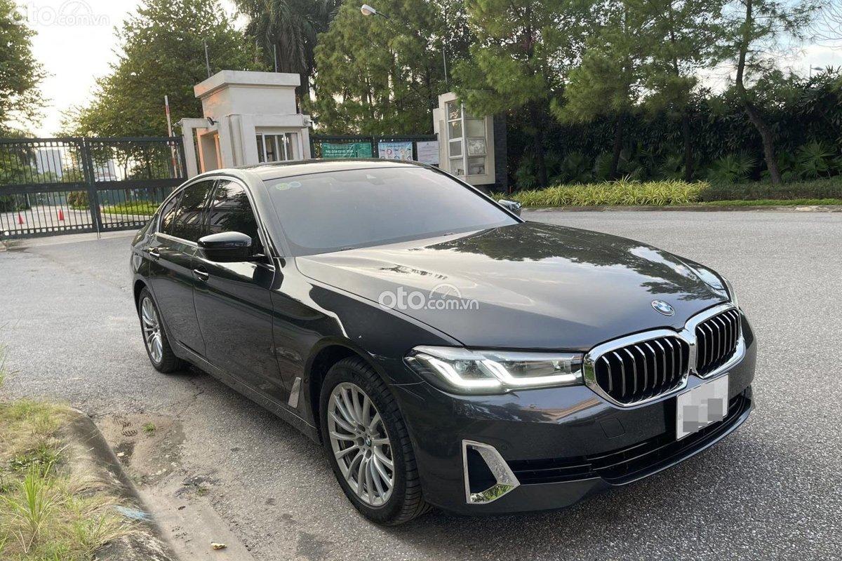 BMW 520i Luxury Line 2021 cũng được trang bị nhiều tính năng an toàn hấp dẫn.